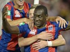 emile heskey staying at newcastle jets until 2014